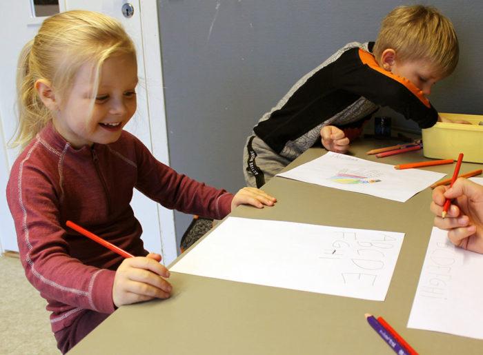 Barnehagejente skriv bokstavar til nettside004